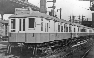 South_Tyneside_Electric_train_at_Newcastle_Central,_1938,_geograph-4869768-by-Walter-Dendy,-deceased